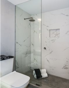 Stunning Small Marble Bathroom 94 with A Stunning Natural Marble Design Takla S Porcelain Tile is A Perfect Addition to Any Wall 9 Bad Inspiration, Bathroom Inspiration, Bathroom Renos, Small Bathroom, Bathroom Black, Downstairs Bathroom, Master Bathroom, Tadelakt, Master Bath Remodel
