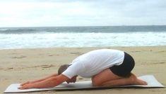 Поза черепахи (Курмасана) - одно из 8 простых упражнений йоги при болях спины. #йога #болиспины #позы