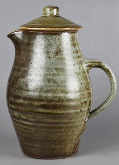 Stylish Lidded Studio Pottery Jug By Bernard Leach C.1950 - Antiques & Fine Art Catalogue - Xupes
