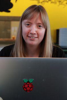 Carrie Anne Philbin fra Raspberry Pi gør sin præsentation klar til Den Digitale Kant.