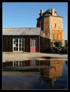 Bretagne. Camaret, la tour et le chantier