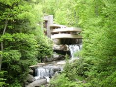 FALLING WATER - FRANK LLOYD WRIGHT