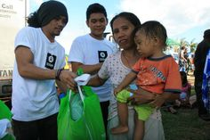 Dolor Moralde (36) receiving a hygiene kit, after Typhoon Haiyan, during an Oxfam distribution on Friday, November 15, 2013. The hygiene kits contained essentials such as toothbrushes and paste, blankets, sleeping mats and mosquito nets. Please support our Haiyan relief effort: http://www.oxfam.org/haiyan-response