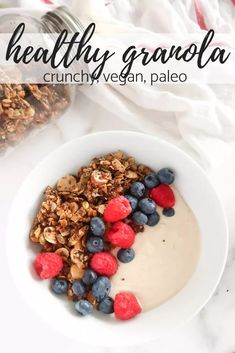 Healthy Granola Recipe (crunchy, vegan, paleo) - Keep up with Liv