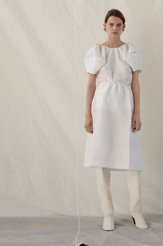 See the complete Céline Resort 2017 collection.