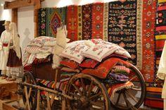 In ierarhia valorilor artei populare ocupa un loc deosebit scoartele, covoarele si chilimurile.