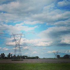 #fotografía #photography #fotobyMAC #campo #viaje #paisaje #antenas #nubes #cielo