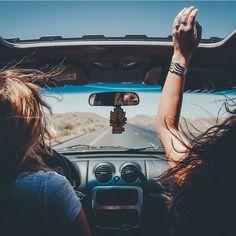 Imagem de friends, car, and summer