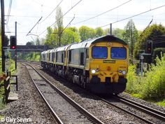 ' Class 66 559 leads 66 553 , 66 956 , 66 562 and 66 512 through Leyland with a Crewe to Carlisle working , Saturday April 2017 . Photo by Gary Severn . Diesel Locomotive, Carlisle, Sheds, North West, World, Image, Train, Shed Houses, Shed