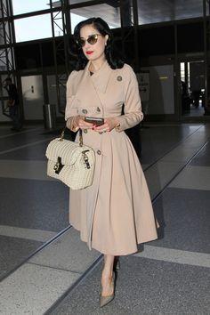 Dita Von Teese arrives at LAX airport on May Dita Von Teese Burlesque, Dita Von Teese Style, Modern Fashion, Retro Fashion, Vintage Fashion, Star Fashion, Girl Fashion, Fashion Outfits, Celebrity Red Carpet