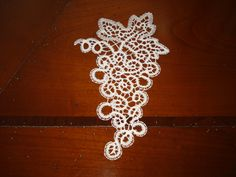 Il fantastico mondo del tombolo: pizzi, trine, merletti e disegni a tombolo Point Lace, Bobbin Lace, String Art, Diy And Crafts, Crochet Earrings, Projects To Try, Embroidery, Jewelry, Humor