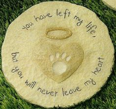 Paw Print Stepping Stone Pet Memorial... My lovely boss Lisa Baker would love this for her sweet Chevy...