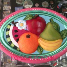 Ovalito de frutas de ceramica pintada a mano... Tecnica: pincel seco