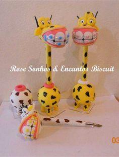 Girafa de aparelho nos dentes de biscuit
