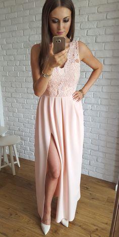 Długa morelowa sukienka z gipiurową górą.  349 zł  www.illuminate.pl High Low, Evening Dresses, Pink Dresses, Elegant, Blouse, Fashion, Vestidos, Stuff Stuff, Evening Gowns Dresses