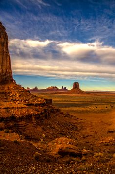 #MonumentValley, #Utah Part of  #GrandCircle  - #Utah #StateParks and #NationalParks things to see and do.