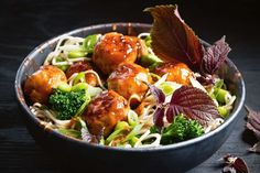 The freshness of the noodle salad is a great pairing with delicious turkey meatballs, where tangy rice wine vinegar balances the sweetness of honey in the sauce. Mince Recipes, Turkey Recipes, Fall Recipes, Asian Recipes, Chicken Recipes, Cooking Recipes, Ethnic Recipes, Meatball Recipes, Japanese Recipes