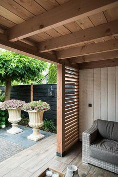 Laat je inspireren door het project: Buitenverblijf met houtkachel en keramische tegels. Exclusieve foto's en het verhaal.