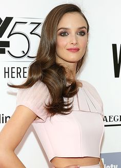 How to get Charlotte Le Bon's bronze-goddess Chanel makeup look (there's an ombre brow involved) Chanel Makeup Looks, Charlotte Le Bon, Goddess Makeup, Brows, Eye Candy, Hair Styles, Inspiration, Beauty, Dresses