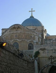 Church of the Holy Sepulchre, Jerusalem, Israel.archaeologists believe that this is the site of Jesus' impalement and burial. Jerusalem, Palaces, Terra Santa, Naher Osten, Mount Of Olives, Church Architecture, Cathedral Church, Old Churches, Church Building