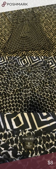 Dress top Cute Nine West dressy tank top fitted top looser at the bottom! Only worn twice Nine West Tops