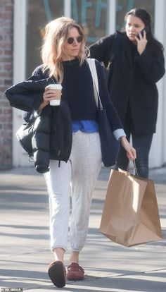 Effortless: She teamed the look with a pair of loose fitting comfortable grey tracksuit pa. Chill Style, My Style, Love Fashion, Fashion Models, Sienna Miller Style, Fashion Lookbook, Autumn Winter Fashion, Lounge Wear, Celebrity Style