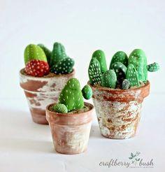 DIY Steine bemalen mit Kindern: Kaktus Deko *** Kids craft painted rocks cactus (diy things to make children) Painted Rock Cactus, Painted Rocks, Rock Crafts, Arts And Crafts, Kids Crafts, Summer Crafts, Easy Crafts, Diy Projects To Try, Craft Projects