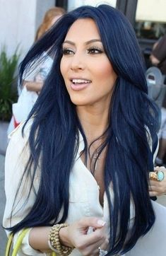 Latest trend in hair: Are you ready for navy blue hair? The popularity of navy blue hair is increasing! We are used to blue hair, pink, what about navy blue? Blue Black Hair Color, Navy Blue Hair, Dark Blue, Midnight Blue Hair, Natural Hair Styles, Short Hair Styles, Trendy Hairstyles, Hairstyle Short, Black Hairstyles