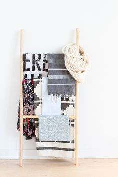 How to Make the Easiest DIY Blanket Ladder (Without Nails or a Hammer) #diy
