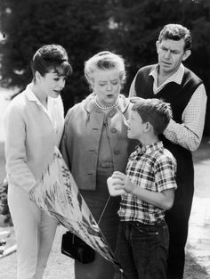 Still of Ron Howard, Frances Bavier, Aneta Corsaut and Andy Griffith in The Andy Griffith Show (1960)