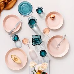 Iittala Teema Plat Bord Ø 26 cm – Tableware Design 2020 Scandi Living, Nordic Living, Jewel Tone Colors, Jewel Tones, Colours, Basic Shapes, Simple Shapes, Basic Geometry, Porcelain Dinnerware