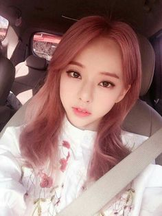 """""""quick vivi appreciation post because she's so beautiful, loona's only foreign member really has us stunned with her beauty"""" South Korean Girls, Korean Girl Groups, Loona Kim Lip, Eye Circles, Olivia Hye, Kpop Girls, My Girl, Red Velvet, Lips"""