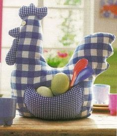 Chicken with free pattern Fabric Crafts, Sewing Crafts, Sewing Projects, Lilo And Stitch Experiments, Chicken Pattern, Chicken Crafts, Gingham Fabric, Blue Gingham, Chickens And Roosters