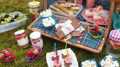 Laat het zonnetje maar komen dan kunnen we weer naar buiten, een picknickmand mee en het plezier kan beginnen. Picknicken met kinderen is één groot feest. High Tea, Food Inspiration, Kids Meals, Tapas, Party, Brunch, Food And Drink, Cheese, Snacks