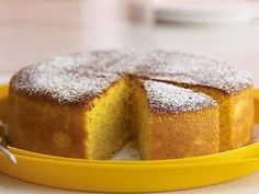 Flourless cake is a brilliant alternative for those of us who are sensitive or intolerant to gluten. This orange version tastes amazing and is cooked with almond meal, polenta and real oranges. Polenta Cakes, Flourless Cake, Bon Dessert, Lemon Drizzle Cake, Thermomix Desserts, Classic Cake, Gluten Free Sweets, Round Cake Pans, Almond Cakes