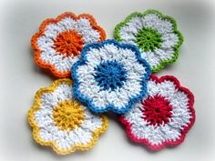 10 free knitting and crochet patterns!   Some great weekend projects here!