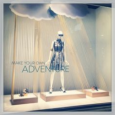 How hard would it be to make clouds? Yarn at a window display. Window Display Design, Store Window Displays, Fashion Window Display, Retail Displays, Visual Merchandising Displays, Visual Display, Retail Windows, Store Windows, Vitrine Design