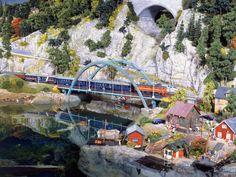 Der Personenzug passiert auf dem Weg nach Bergvik etliche Brücken. Es handelt sich um eine der landschaftlich reizvollsten Strecken im Wunderland-Skandinavien.
