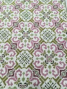 Needlepoint Stitches, Counted Cross Stitch Patterns, Old Fashioned House, Cross Stitch Cushion, Beaded Shoes, Crochet Tablecloth, Cross Stitching, Diy And Crafts, Embroidery