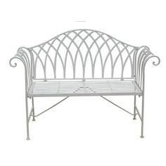 Diese Sitzbank von LANDSCAPE überzeugt durch ihr romantisches Design. Dank der Verarbeitung ausEisen und der Lackierung inWeißist sie ein geschmackvoller Hingucker in Ihrem Garten oder auf Ihrer Terrasse.