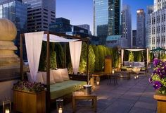Rooftop Lounge in New York City at the Roosevelt Hotel lounges Rooftop Bars Nyc, Rooftop Party, Rooftop Lounge, Rooftop Terrace, Terrace Hotel, Rooftop Decor, Rooftop Dining, Rooftop Gardens, Rooftop Wedding