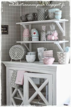 Stars and dots Cottage Kitchens, Home Kitchens, Cocina Shabby Chic, Pastel Kitchen, Pastel House, Happy Kitchen, Kitchen Stories, Cottage Living, Kitchen Accessories