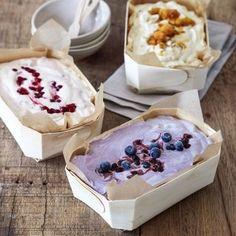 Bara att vispa ihop, smaksätta och ställa in i frysen – glassmaskin behövs inte. Det är bara en sak som är svår: att välja smak! Yummy Drinks, Delicious Desserts, Dessert Recipes, Yummy Food, Frozen Yoghurt, Sorbets, Frozen Desserts, How Sweet Eats, Creative Food