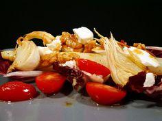 Spargelsalat mit Knoblauch, karamelisierten Chili-Walnüssen und Ziegenkäse