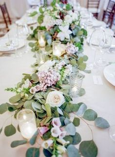 ゲストテーブルのお花はとっても重要*♡テーブルフラワーのデコレーションまとめ*にて紹介している画像