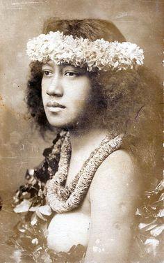 Antique Hawaiian postcard of hula dancer, circa 1910 ~ from fellow pinner Pattie Daniel Hawaiian Woman, Hawaiian Art, Vintage Hawaiian, Aloha Vintage, Hawaiian People, Tahiti, Hawaii Hula, Aloha Hawaii, Polynesian Art