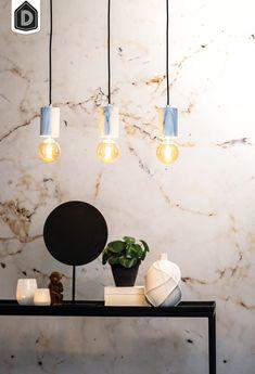 Vidar is een moderne hanglamp met 3 lichtpunten. De witte pendels hangen aan een zwart stoffen snoer en hebben marmeren print. Hang de lamp in de keuken, boven een bureau of boven de eettafel: een échte eyecatcher!  #dutchhomelabel#lightandliving#lightliving #verymodern #hanglamp #marmer#interieurinspiratie  #interieurstyling#binnenkijken Ceiling Lights, Lighting, Prints, Home Decor, Tips, Design, Decoration Home, Room Decor, Lights