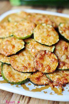 Gebackene Zucchini-Scheiben mit Parmesan | 29 super leckere Zucchini-Gerichte für den Sommer