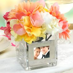 Square Glass Vase with Photo Frame Wedding Reception Centerpiece Wedding Reception Centerpieces, Wedding Favors, Our Wedding, Dream Wedding, Wedding Decorations, Wedding Receptions, Wedding Summer, Craft Wedding, Trendy Wedding