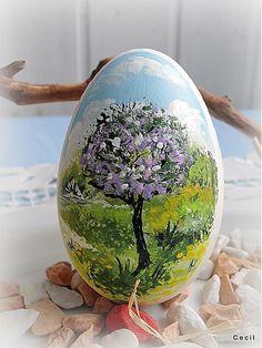 Trochu netradične Ručne maľovaná husacia kraslica s motívom Jari - rozkvitnutého stromu. Prináša radosť a energiu, synbol ŽIVOTA .